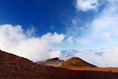 Overweldigende die landschapsmening van Haleakala-vulkaangebied van de top, Maui, Hawaï wordt gezien royalty-vrije stock afbeelding