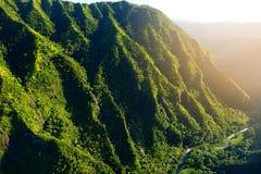Overweldigende luchtmening van spectaculaire wildernissen, Kauai stock afbeeldingen