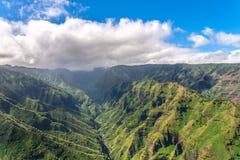 Overweldigende luchtmening van spectaculaire wildernissen, Kauai, Hawaï royalty-vrije stock afbeeldingen