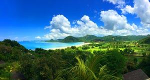 Overweldigende mening van afgezonderd Lombok-strand stock afbeelding