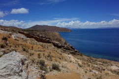 Overweldigende mening van Chincana Inca Ruins op Isla del Sol op Meer Titicaca Royalty-vrije Stock Afbeelding