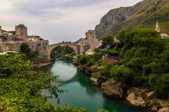 Overweldigende mening van de mooie Oude Brug in Mostar, Bosnië-Herzegovina stock fotografie