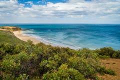 Overweldigende mening van de turkooise oceaan en het strand in Torquay, Australië royalty-vrije stock afbeeldingen