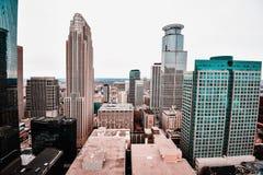 Overweldigende meningen van Minneapolis van de binnenstad royalty-vrije stock afbeeldingen