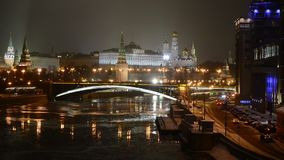 Overweldigende nachtmening van het Kremlin in de winter, Moskou, Rusland stock videobeelden