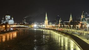 Overweldigende nachtmening van het Kremlin in de winter, Moskou, Rusland stock footage