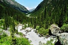 Overweldigende schoonheid van aard in Kyrgyzstan stock foto's