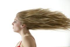Overweldigende tiener met extreem blazend haar Royalty-vrije Stock Fotografie
