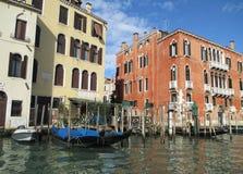 Overweldigende Traditionele Architectuur langs Grand Canal van Venetië Stock Afbeeldingen