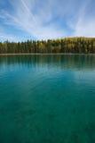 Overweldigende waterkleur en duidelijkheid bij Boya-Meer Provinciaal Park, BC royalty-vrije stock afbeelding