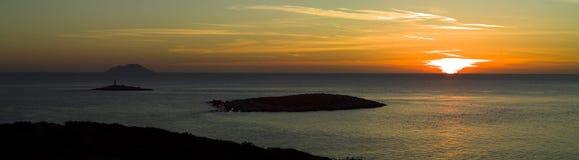 Overweldigende zonsondergang in eiland Vis in Adriatische overzees stock afbeeldingen