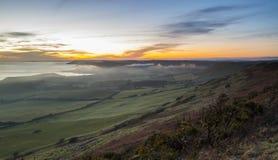 Overweldigende zonsondergang over de Kustlijn van Dorset Stock Afbeeldingen