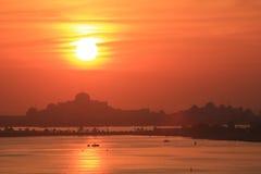Overweldigende zonsondergang Van het Middenoosten Stock Fotografie
