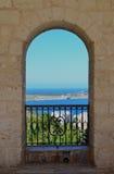 Overwelfde galerij aan het Middellandse-Zeegebied - Malta Stock Afbeelding