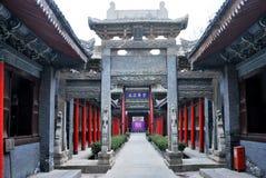Overwelfde galerij in de binnenplaats van een Chinees oud gebouw Stock Fotografie