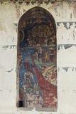Overwelfde galerij en geschilderde muur in Moldovita-Klooster, Bucovina, Romein Stock Foto's