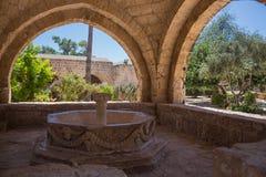 Overwelfde galerij in het Klooster van Ayia Napa, Cyprus Royalty-vrije Stock Fotografie