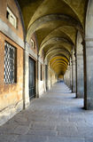 Overwelfde galerij in Luca - Italië Stock Foto's