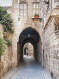 Overwelfde galerij in oude stadsstraat van aleppo Syrië Stock Foto