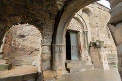 Overwelfde galerij van het Jvari-Klooster, 6de eeuw in Mtskheta, Georgië De Plaats van de Erfenis van de wereld door Unesco royalty-vrije stock foto