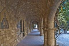 Overwelfde galerijen bij het klooster van filerimos Royalty-vrije Stock Foto's
