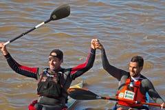 Overwinningsbegroeting Berg River Canoe Marathon 2018 stock afbeelding