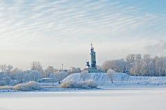 Overwinningsmonument in de wintermist in Veliky Novgorod, Rusland stock afbeeldingen