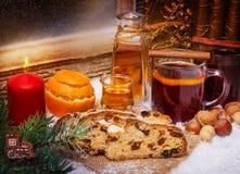 Overwogen wijn en Kerstmiscake, 1st Komst Royalty-vrije Stock Afbeelding