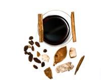 Overwogen wijn, kaneel en kruiden Royalty-vrije Stock Foto