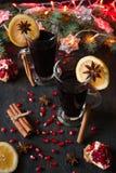 Overwogen wijn met kruiden Royalty-vrije Stock Afbeeldingen