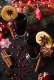 Overwogen wijn met kruiden Stock Afbeeldingen