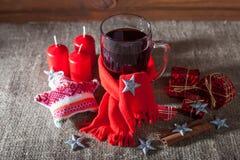 Overwogen wijn op een houten en linnenachtergrond Royalty-vrije Stock Foto