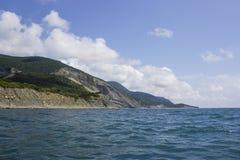 Overzees †‹â€ ‹en bergen in de zomer stock foto's