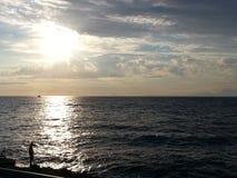 Overzees bij zonsondergang Royalty-vrije Stock Afbeeldingen