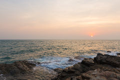 Overzees bij zonsondergang Stock Foto's