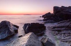 Overzees bij zonsopgang Royalty-vrije Stock Foto's