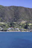 Overzees, boten en heuvel Stock Afbeeldingen