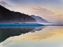 Overzees Cliff Bridge Coast Pool Reflect royalty-vrije stock foto's