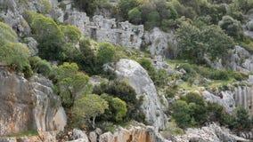 Overzees, dichtbij ruïnes van de oude stad op het Kekova-eiland stock video