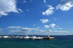 Overzees dok in Adriatische overzees stock foto's