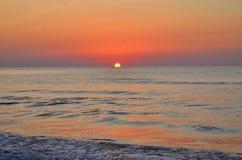 Overzees door de zon wordt gekleurd die Royalty-vrije Stock Fotografie