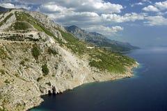 Overzees en bergen. royalty-vrije stock foto