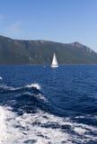 Overzees en Griekse bergen Royalty-vrije Stock Afbeeldingen