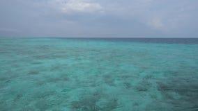 Overzees en Hemel bij het Eiland van de Maldiven stock video