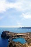 Overzees en hemel, Lindos, het eiland van Rhodos (Griekenland) Stock Fotografie