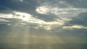 Overzees en hemel op de zonsondergang stock videobeelden