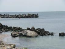 Overzees en rotsen Stock Foto's
