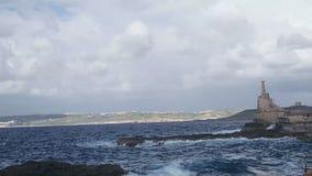 Overzees en rotsenlandschap stock videobeelden