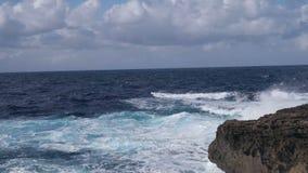 Overzees en rotsenlandschap stock footage