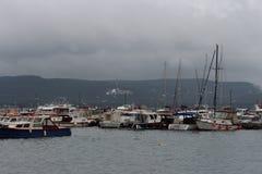 Overzees en schip stock foto
